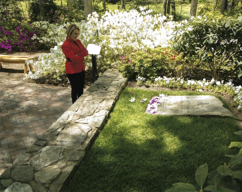 Shelia Walsh visits the resting place of Ruth Bell Graham.