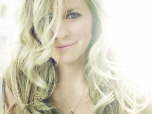 Deana Carter, Beauty in Brokenness