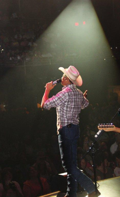 Neal McCoy recites the Pledge of Allegiance with crowd, encouraging all to be everyday heroes